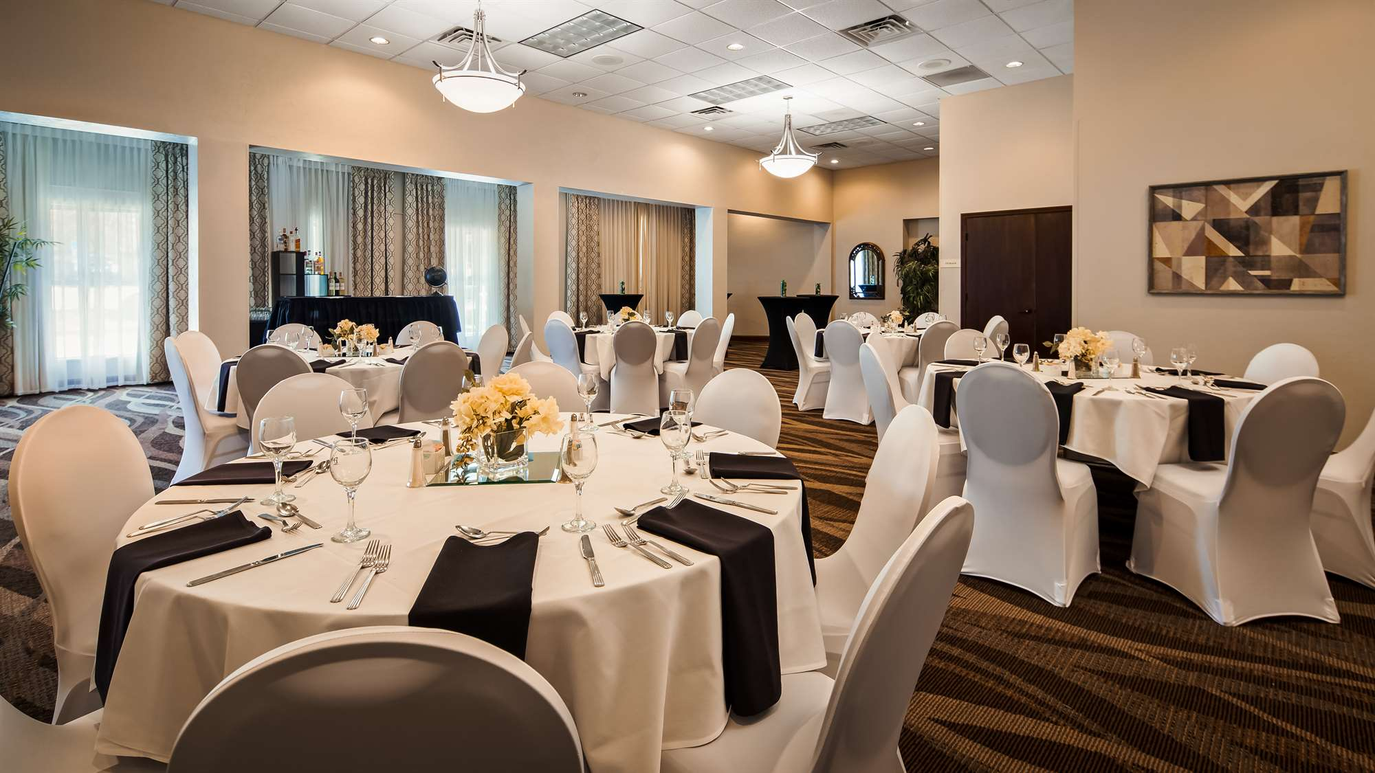 Dining area of Best Western Gateway Grand in Gainesville, FL