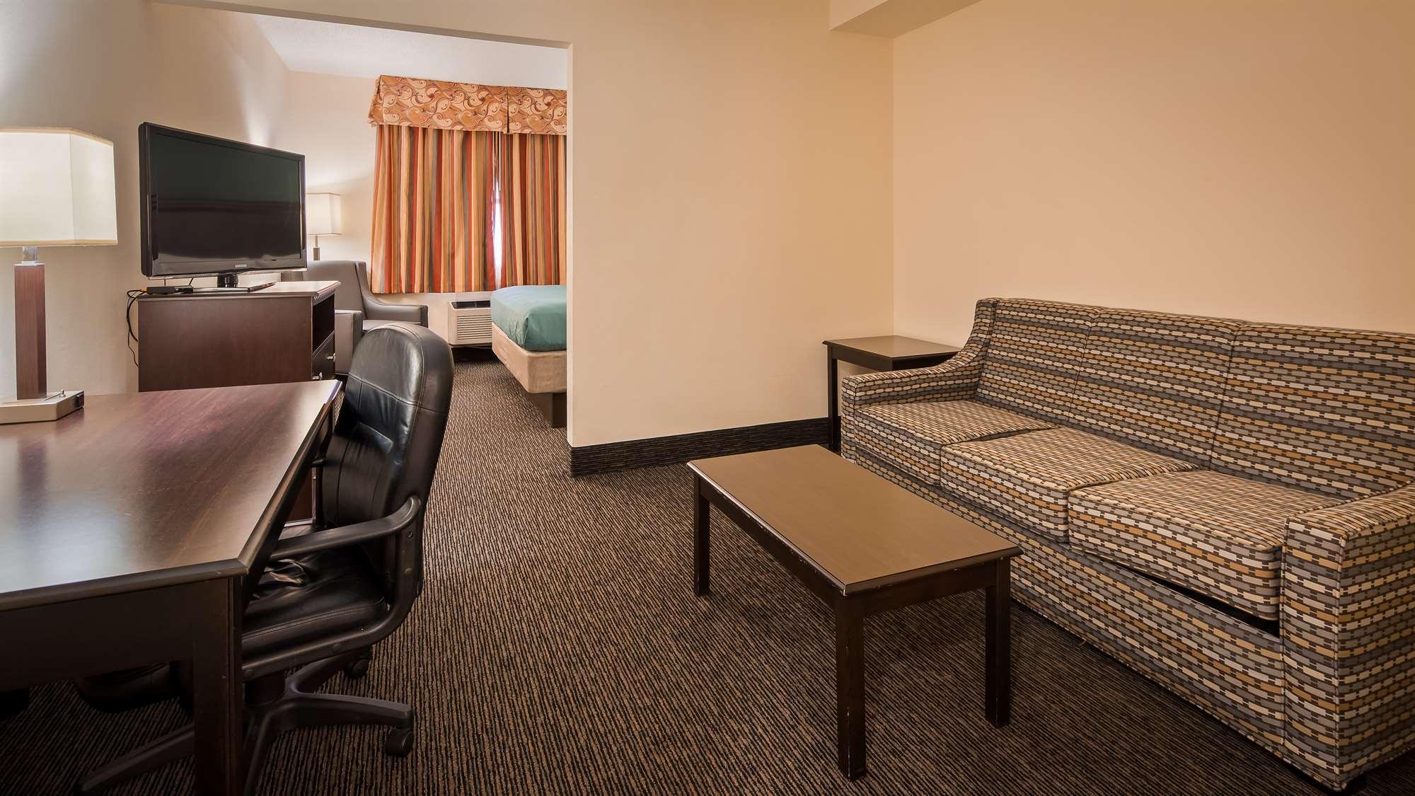 Hotel Guestroom Sitting Area Gainesville