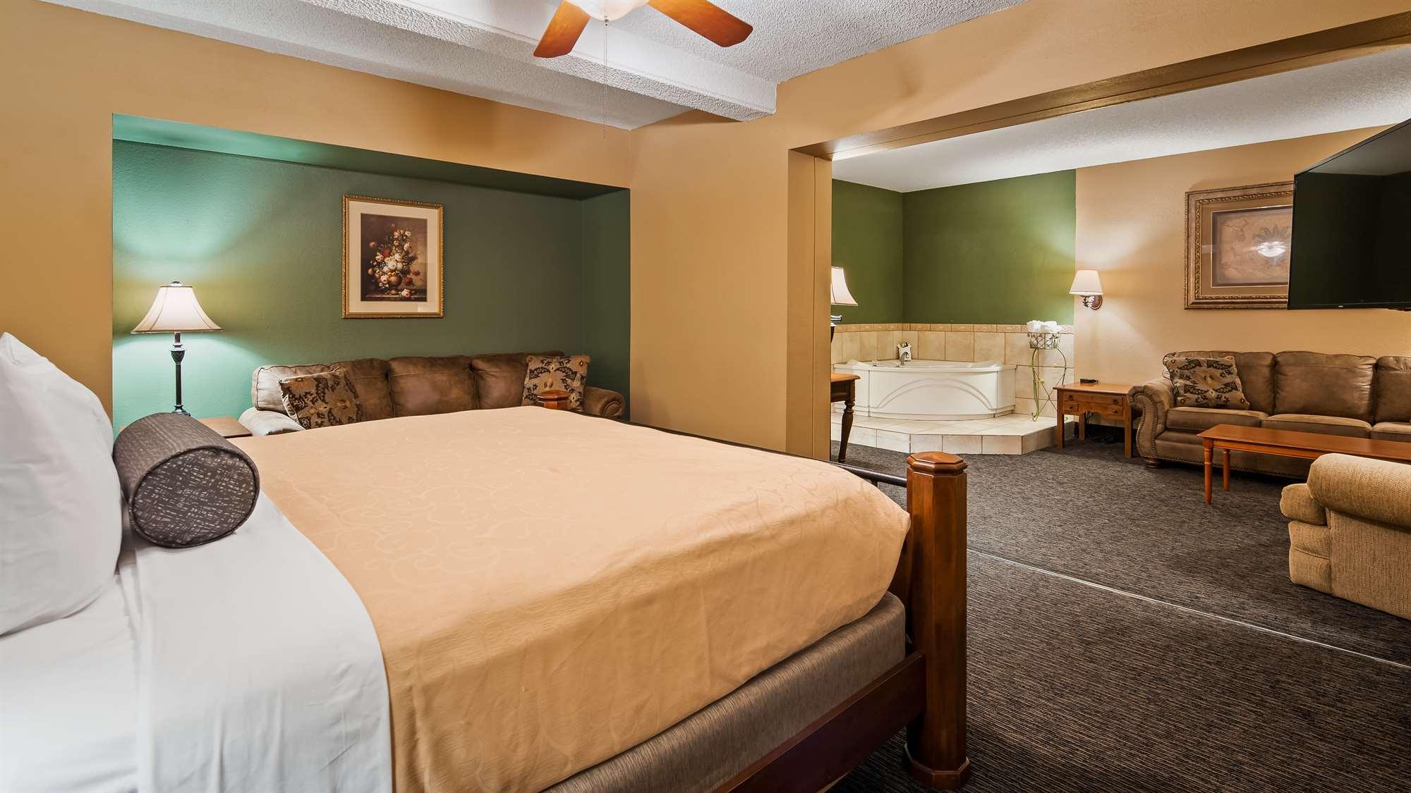 Hotel Guestroom Suite Gainesville
