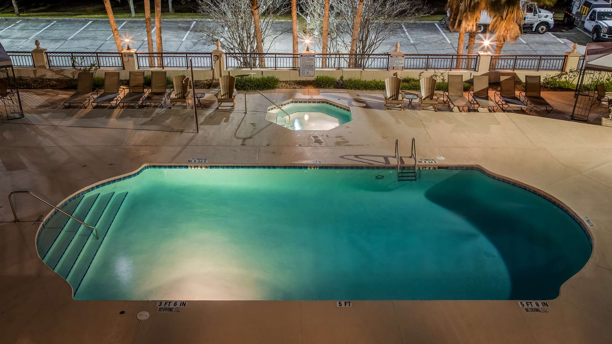 Hotel Outdoor Pool Gainesville